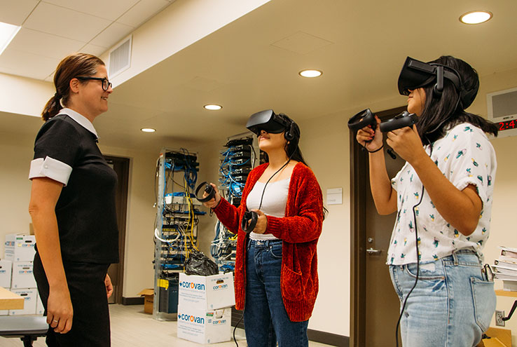 Students and instructor with virtual reality gear