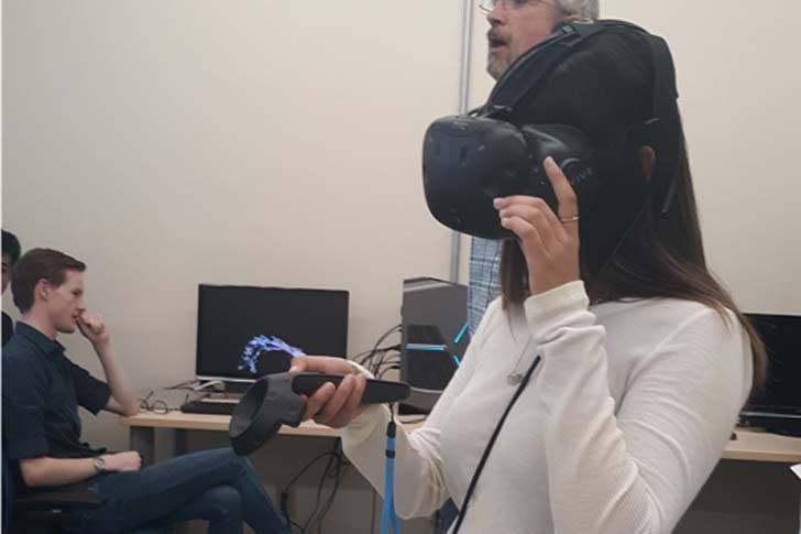 A student experiencing VR.